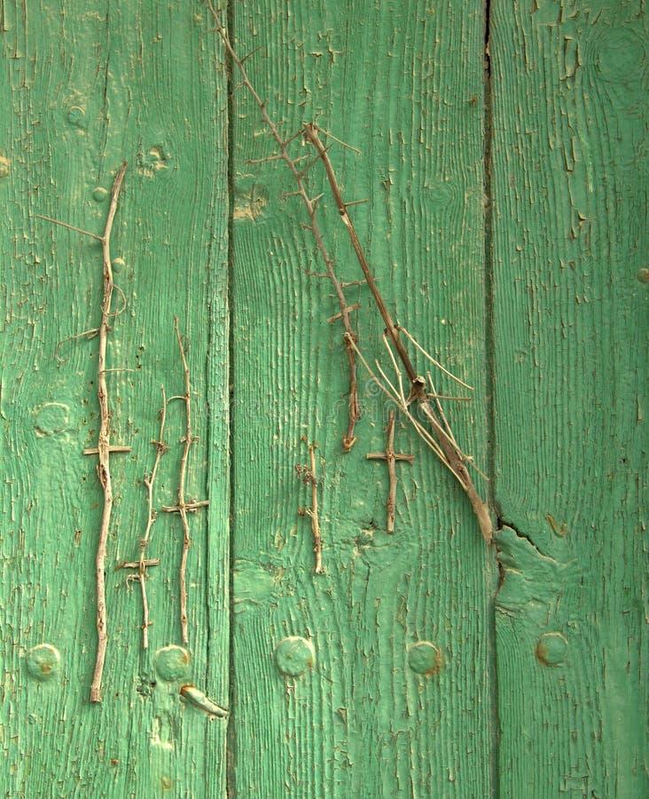 在香客足迹的绿色木门 免版税图库摄影