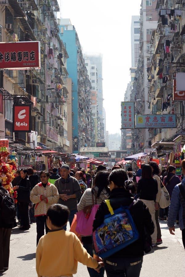 在香港农贸市场,旺角,九龙上的顾客 免版税库存照片