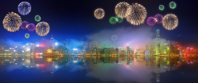 在香港和财政区下的美丽的烟花 免版税图库摄影