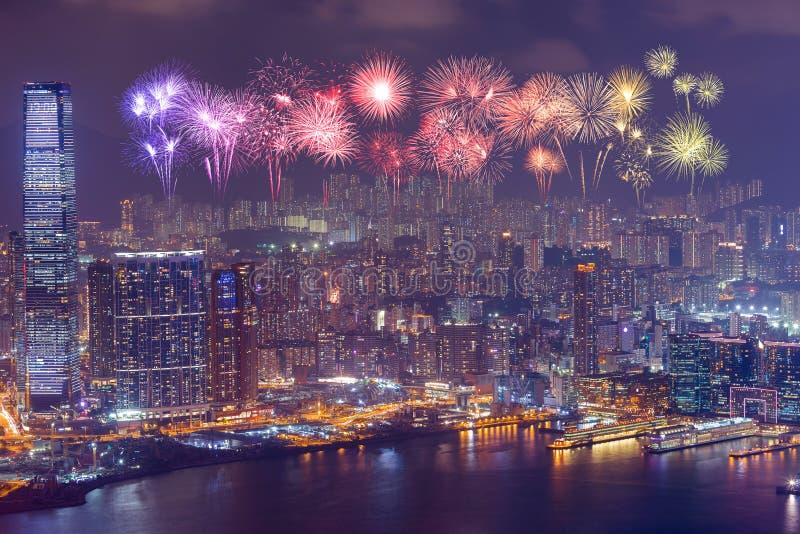 在香港市的烟花节日在晚上 免版税库存照片