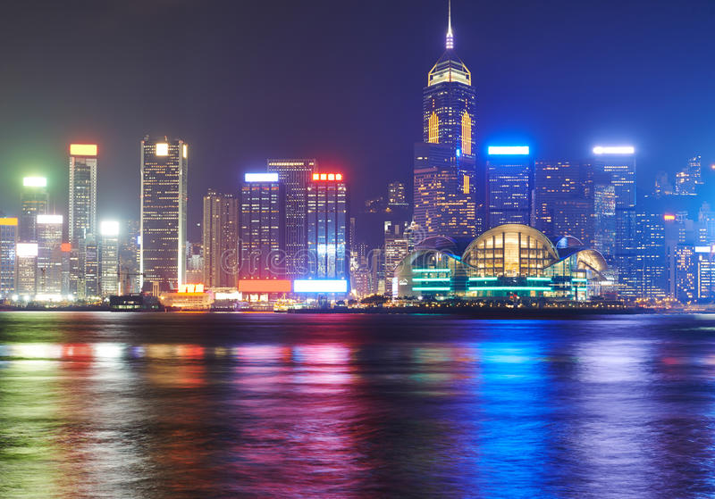 在香港海岛上的夜视图 库存照片
