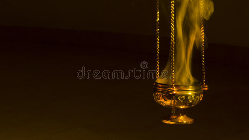 在香炉的香火 免版税库存照片
