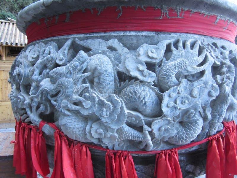 在香炉被雕刻的主题的龙 免版税图库摄影