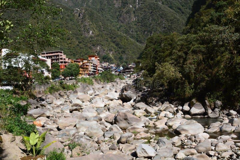 在马丘比丘镇附近的Urubamba或Willkanuta河 秘鲁 免版税库存照片