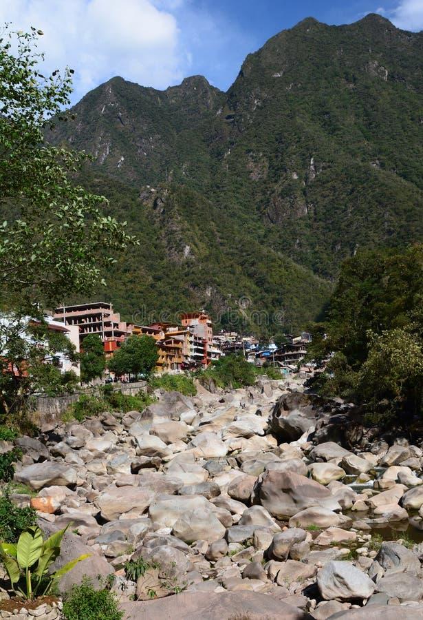 在马丘比丘镇附近的Urubamba或Willkanuta河 秘鲁 免版税图库摄影