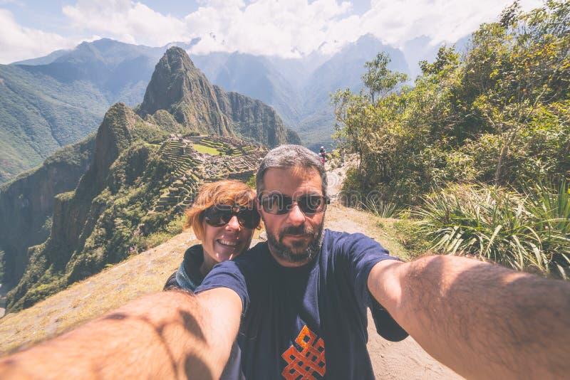在马丘比丘,秘鲁,被定调子的图象的Selfie 免版税库存照片