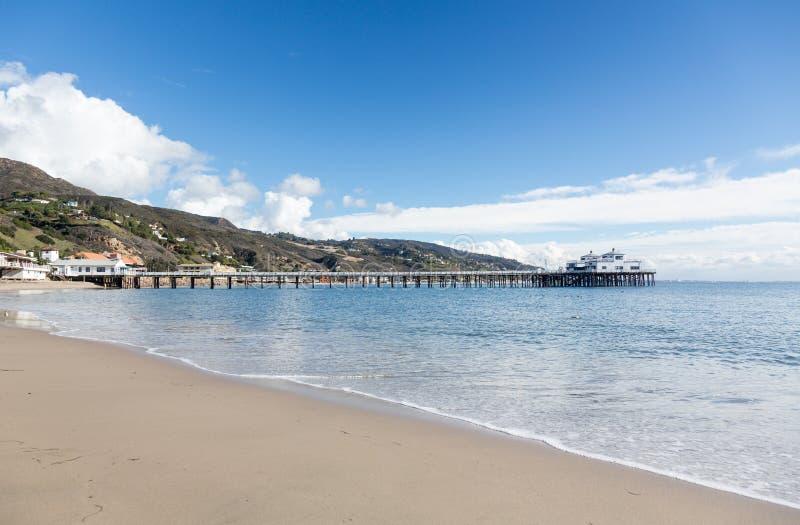 在马利布盐水湖加利福尼亚的码头 免版税库存照片