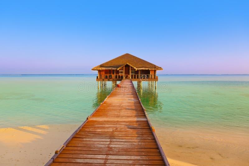 在马尔代夫海岛上的温泉交谊厅 图库摄影