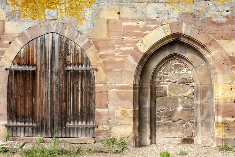 在马尔穆蒂耶哥特式修道院的老门在阿尔萨斯法国 库存照片