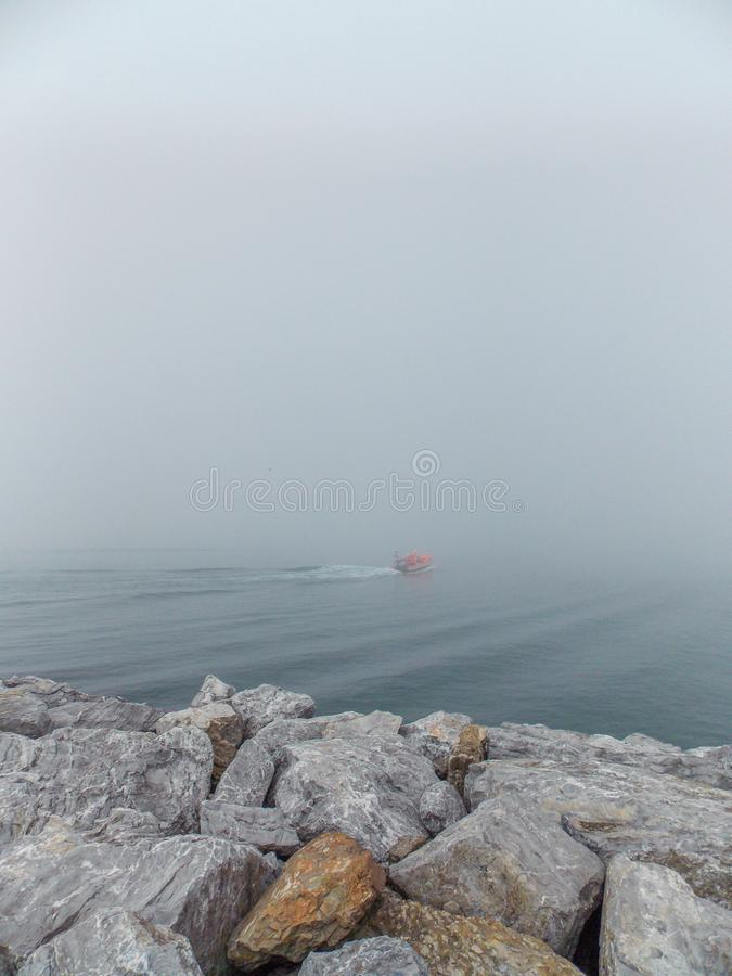 在马尔马拉海的雾 免版税库存照片