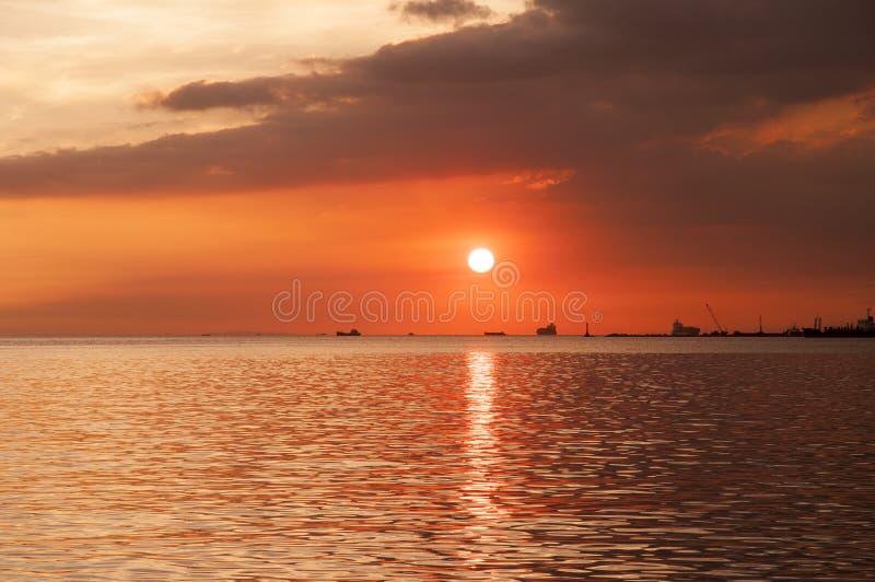 在马尼拉湾的五颜六色和美好的日落 库存图片