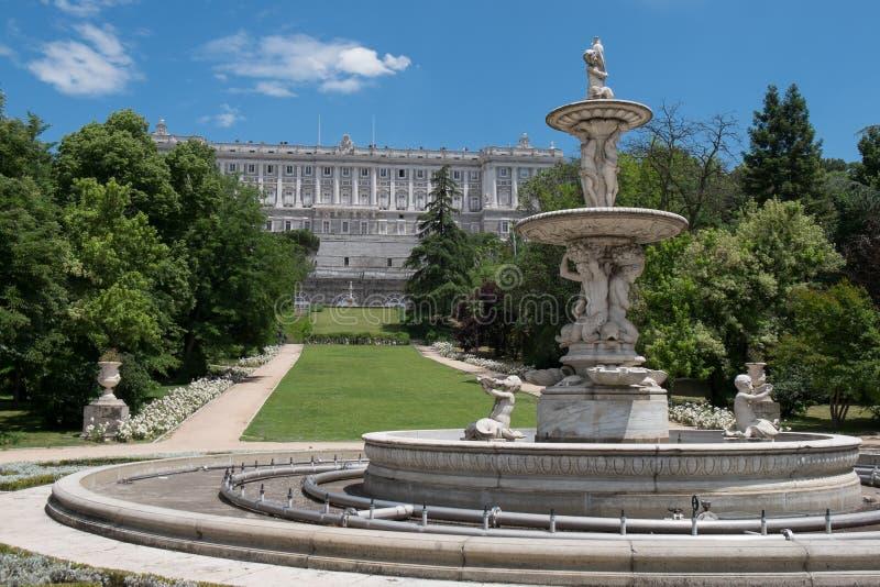 在马德里附近,西班牙王宫的庭院  免版税图库摄影