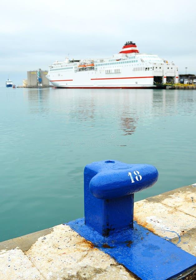在马拉加,安大路西亚,西班牙,安达卢西亚,西班牙港的大轮渡船  免版税图库摄影