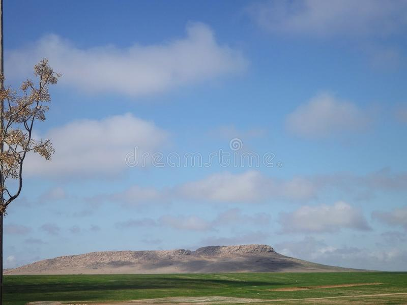 在马拉喀什附近的小山风景 库存照片