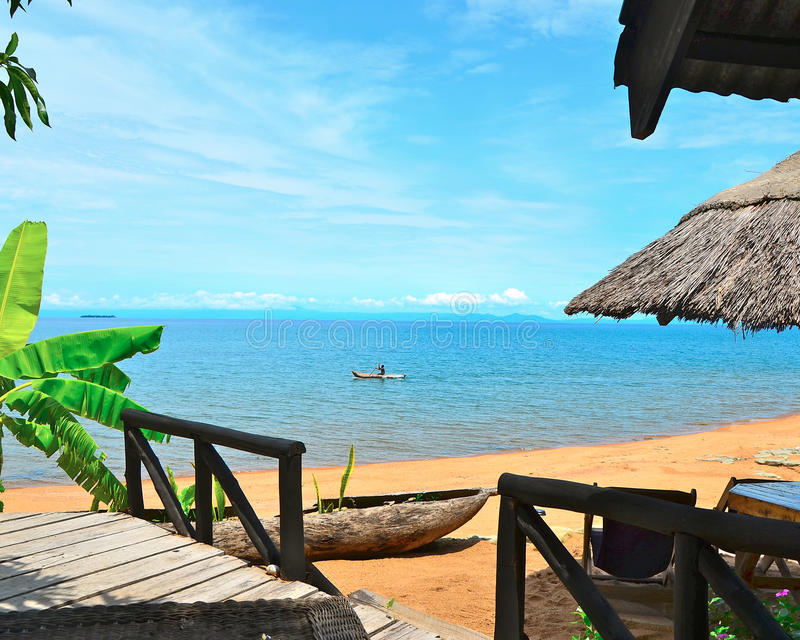 在马拉维湖的独木舟 免版税库存图片