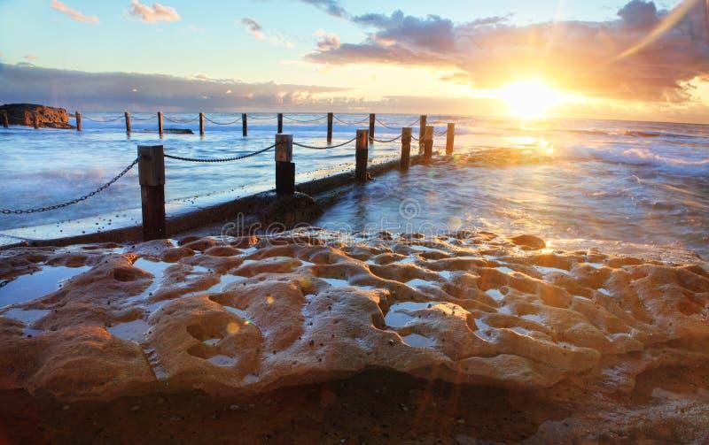 在马翁岩石水池澳大利亚的Starburst日出 库存图片