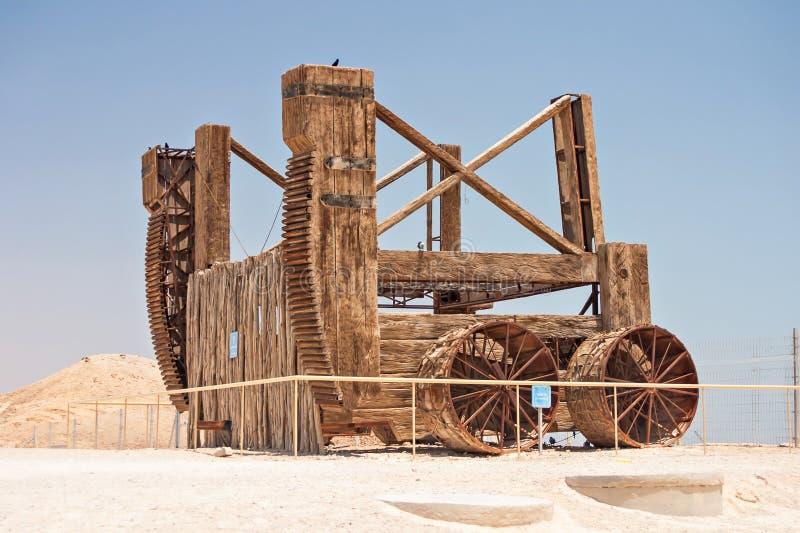 在马萨达的罗马围困引擎在以色列 库存图片