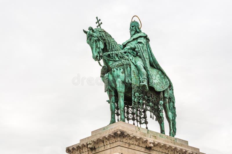 在马赛厄斯教会的圣斯德望国王雕象 库存图片