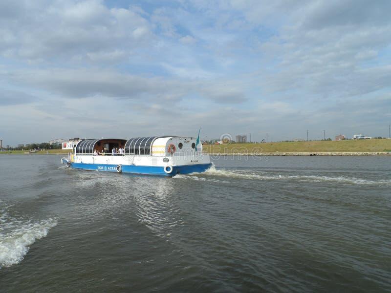 在马达船-船的步行 库存照片