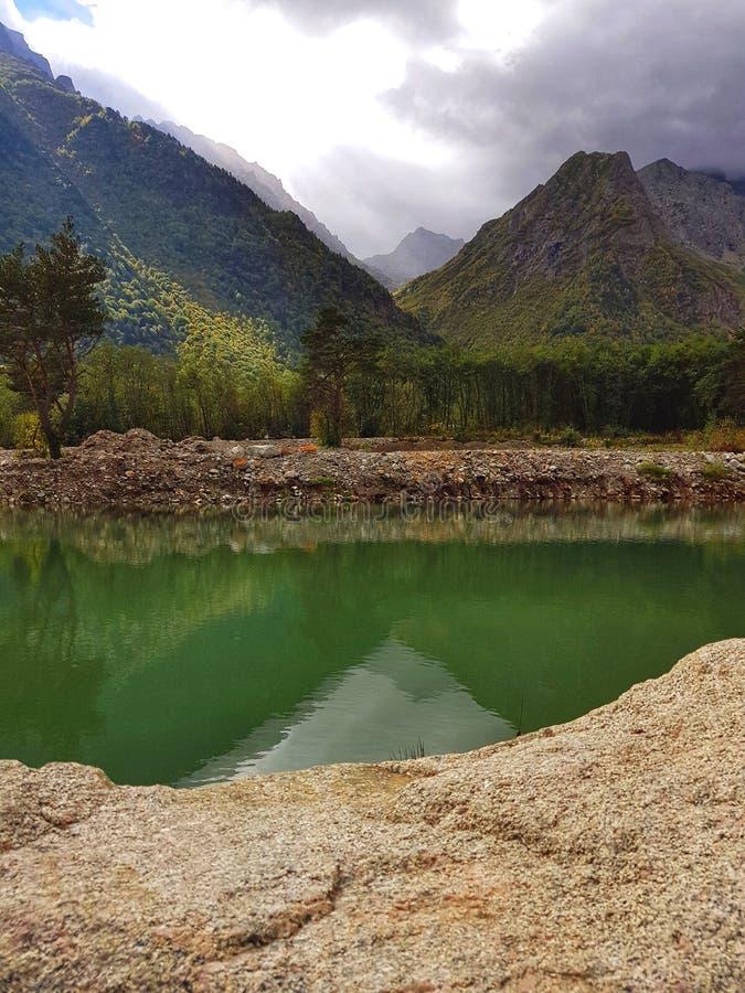在高加索俄联盟的苛刻的山 免版税库存图片