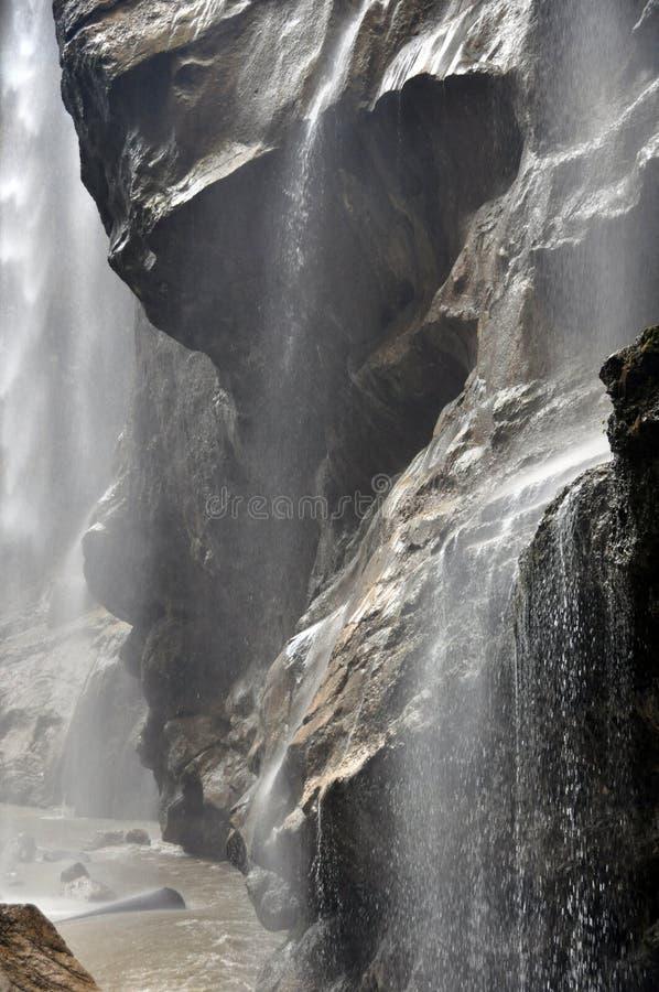 在高加索山脉的瀑布 库存图片