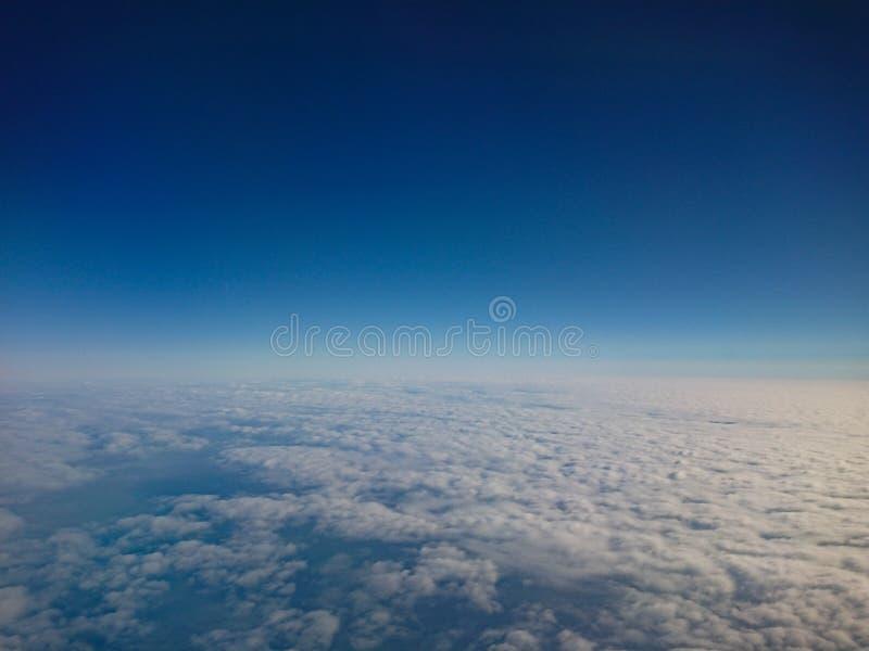在高处的天空 免版税库存照片