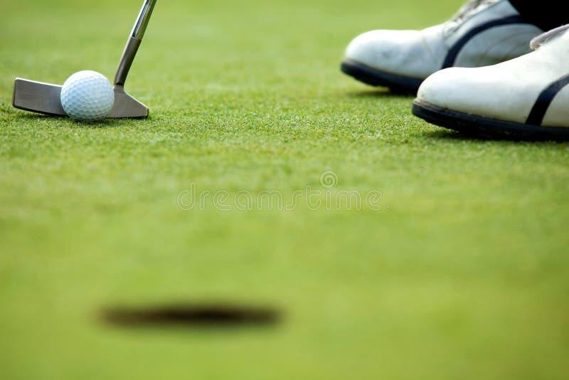 在高尔夫球场的一家高尔夫俱乐部 免版税库存照片