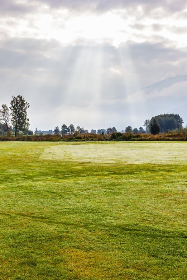 Download 在高尔夫球场的早晨 库存照片. 图片 包括有 田园诗, 草原, 天堂, 奥地利, 公园, beautifuler - 62529112
