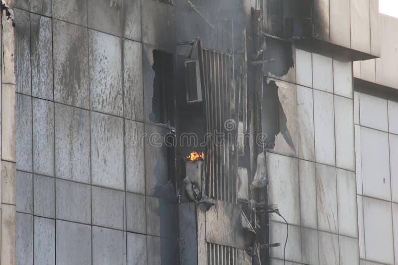 在高层建筑物的火 免版税库存照片