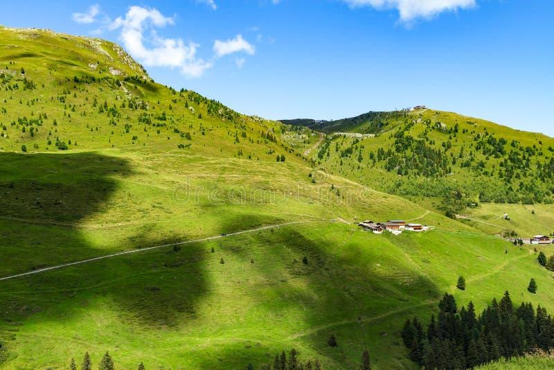在高山公路的高山视图在Zillertal谷,奥地利,提洛尔 免版税库存图片
