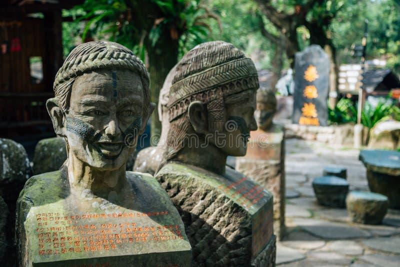 在高山族原史文化村庄主题乐园的雕象在南投县,台湾 免版税图库摄影