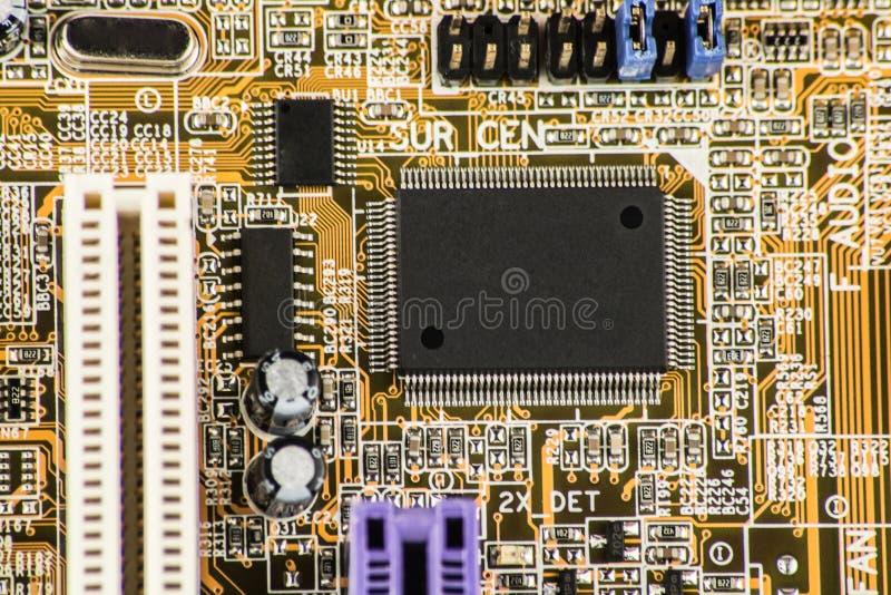 在高技术产业的电路板代表的联合半导体微集成电路微处理器和计算机科学 免版税库存照片