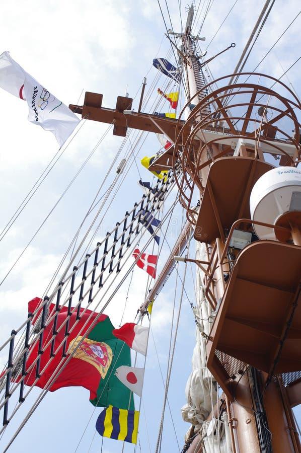 在高船NRP萨格里什的旗子 免版税库存图片