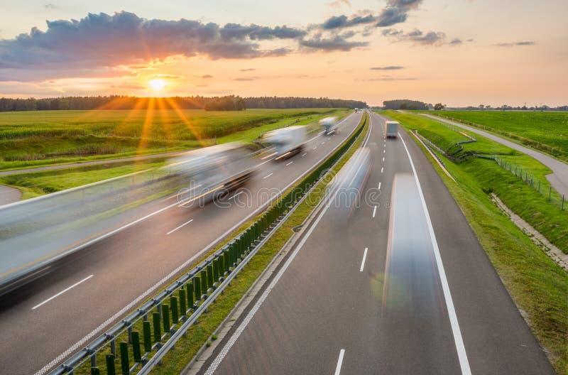 在高速公路的交通 图库摄影