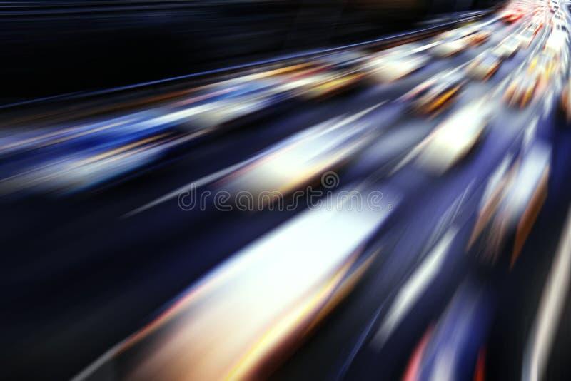在高速公路的快速车 免版税库存照片