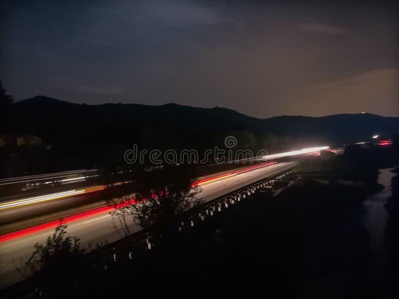 在高速公路的长的曝光 免版税库存图片