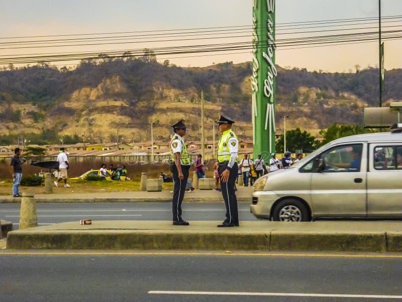 在高速公路,瓜亚基尔,厄瓜多尔的交通警 免版税图库摄影