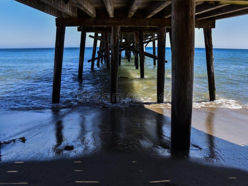 在高速公路1的原始的天堂小海湾码头在马利布,加利福尼亚 免版税库存图片