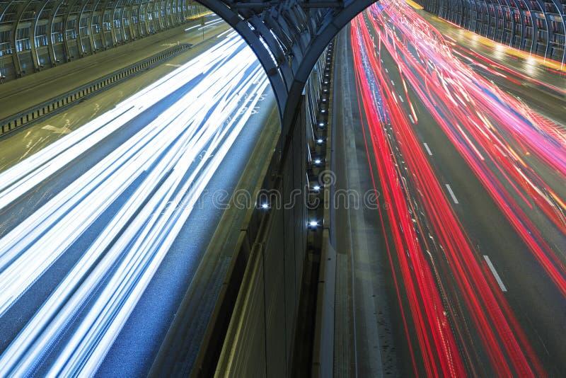 在高速道路的汽车通行 图库摄影