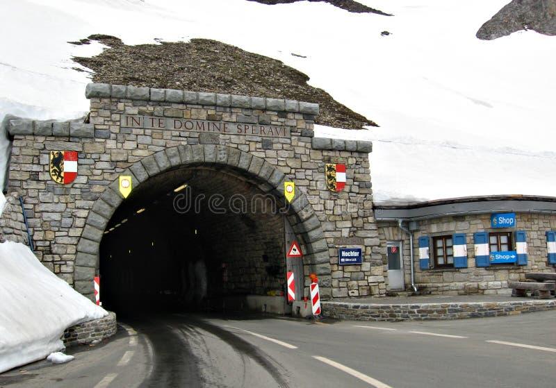 在高高山路,奥地利的隧道Hochtor 库存照片