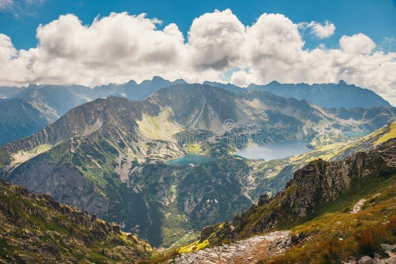 在高Tatra山的五个湖谷,波兰 免版税库存照片