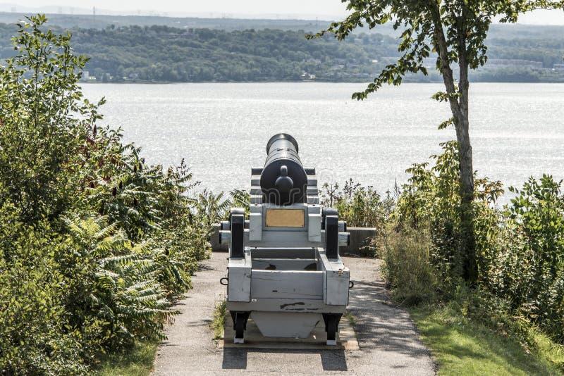 在魁北克市加拿大plaines俯视圣劳伦斯河的亚伯拉罕的大炮 库存图片