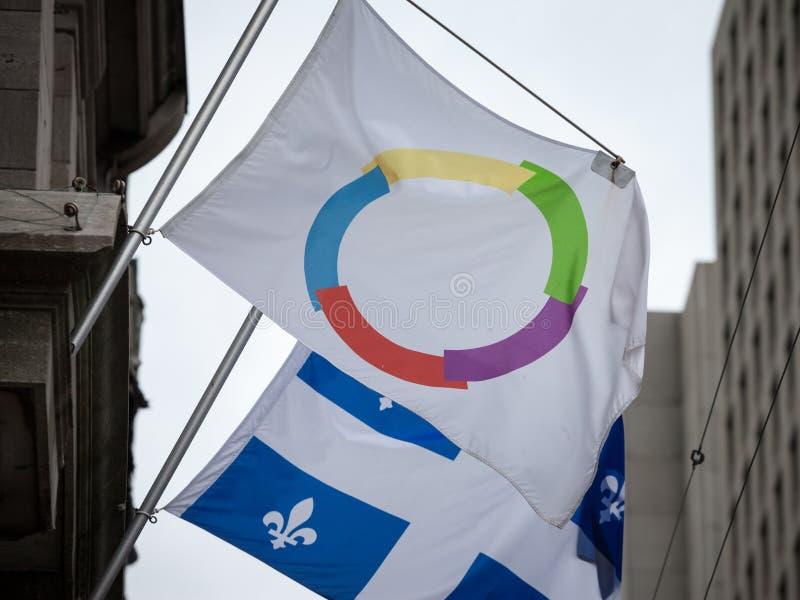 在魁北克的旗子的旁边法语圈国际组织旗子在蒙特利尔 库存图片