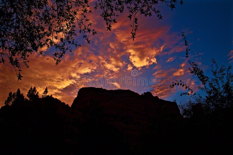 在魔法手段的绯红色Sedona日出 库存图片