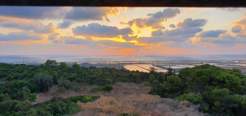 在鱼水池的日落在Zichron Yaakov,以色列 库存照片