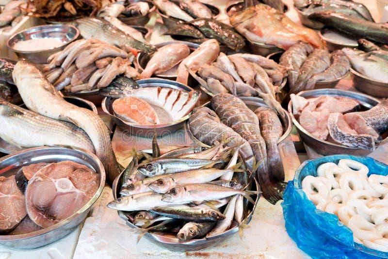 在鱼贩子的鲜鱼 免版税库存图片