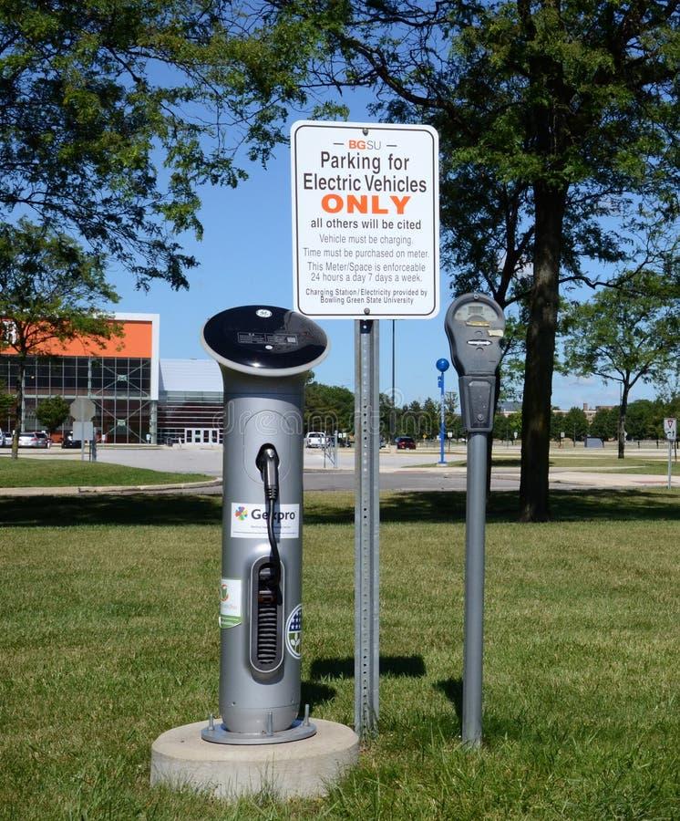 在鲍林格林州立大学的电充电器 免版税库存图片
