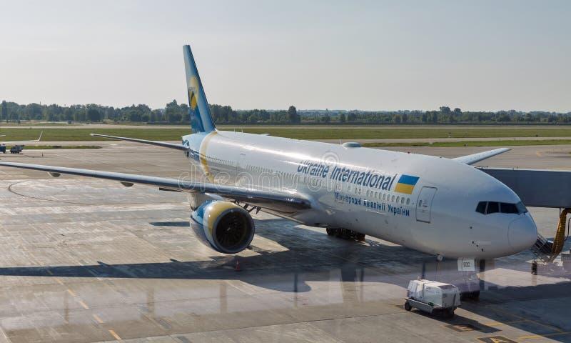 在鲍里斯波尔国际机场ER停放的波音777-200,乌克兰 库存图片