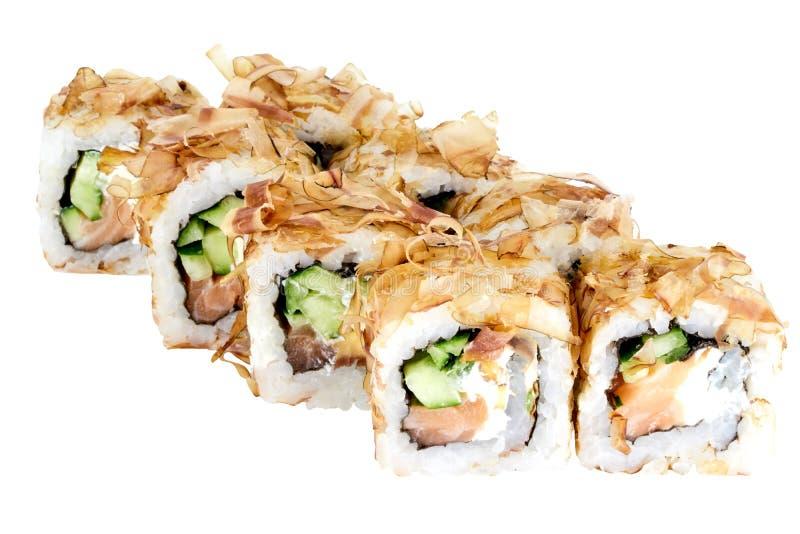 在鳕鱼削片的白色背景寿司卷寿司卷被隔绝的日本料理与三文鱼和黄瓜特写镜头 免版税库存照片