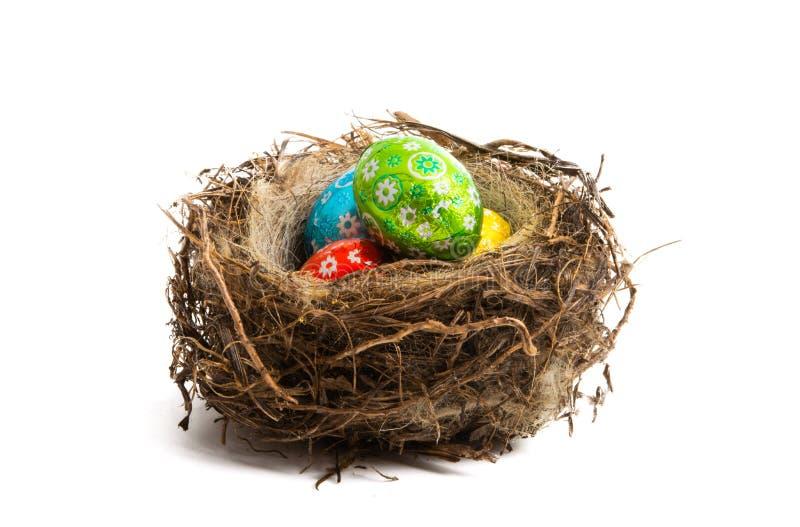 在鸟的巢的朱古力蛋 免版税库存照片
